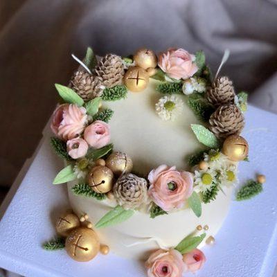 Pinecones & Bells Floral Cake